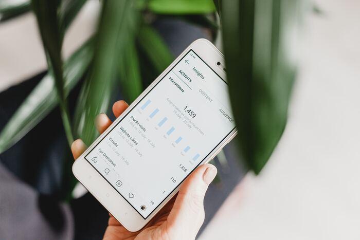 レシートを読みとるだけの簡単入力で、家族とも情報が共有できる画期的な家計簿アプリ、『Zaim』。スマホだけでなく、パソコンやタブレットとも連携できたり、つけ忘れ防止のアラーム機能があったりと、続けられる仕組みが特徴です。