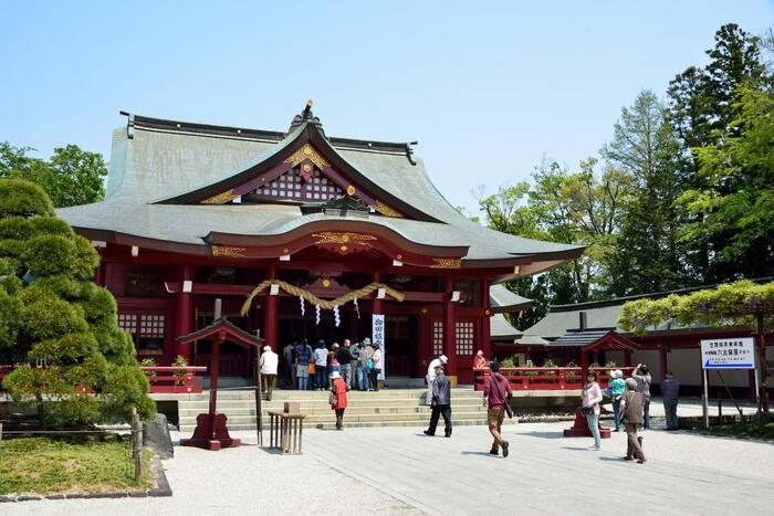 日本三大稲荷の一つ「笠間稲荷神社」は、651年創建と伝わる古社です。五穀豊穣、商売繁盛、厄除けのご利益があり、年間約350万人以上の参拝者が訪れる、関東屈指の人気パワースポットです。