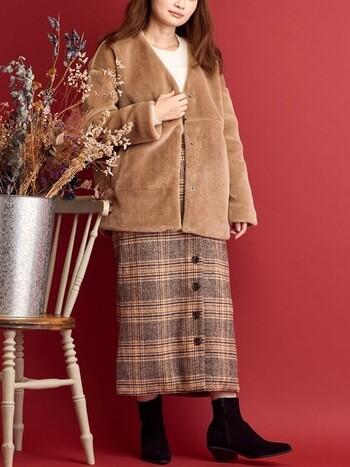 着ぶくれしそうなボアコート。でも、ボトムがタイトスカートならそんな心配もご無用です。逆にメリハリが出て好バランスコーデに!