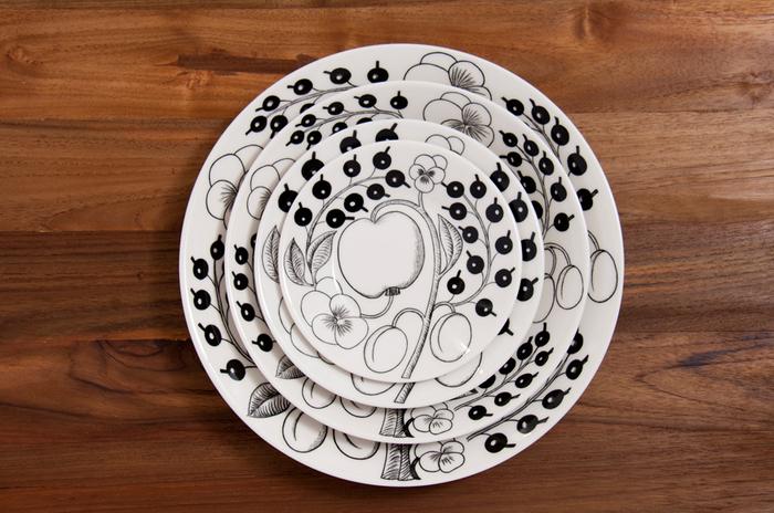 北欧フィンランドで生まれた世界的にも有名なARABIA。ブラックパラティッシは発表から50年ほど経っているにも関わらず、今もなお人気のシリーズです。モノトーンの美しい柄がいつものメニューをワンランク上の一皿に!高級感があるのに普段使いできる使い勝手のよさは秀逸です。