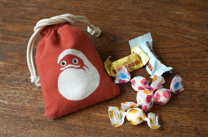 バッグの中を整理したり、小物を入れるのに丁度いい小さめサイズ。お菓子や印鑑を入れる入れ物にしても良さそうです。