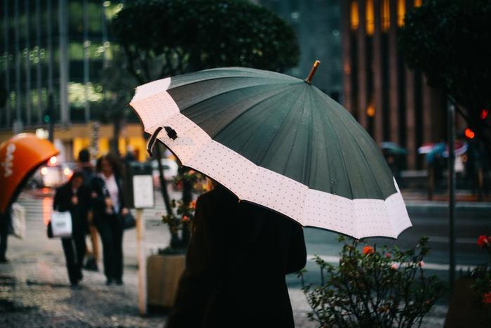冷たい雨の日もあったか快適♪おしゃれで機能的な「冬のレイングッズ」特集