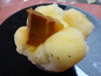 「季節のむしぱん」として期間限定商品も登場します。豚の角煮が入ったオリジナルの蒸しパンも人気商品のひとつです。朝食・ランチ・おやつなど、いろいろなシーンで食べられるのが良いですね。