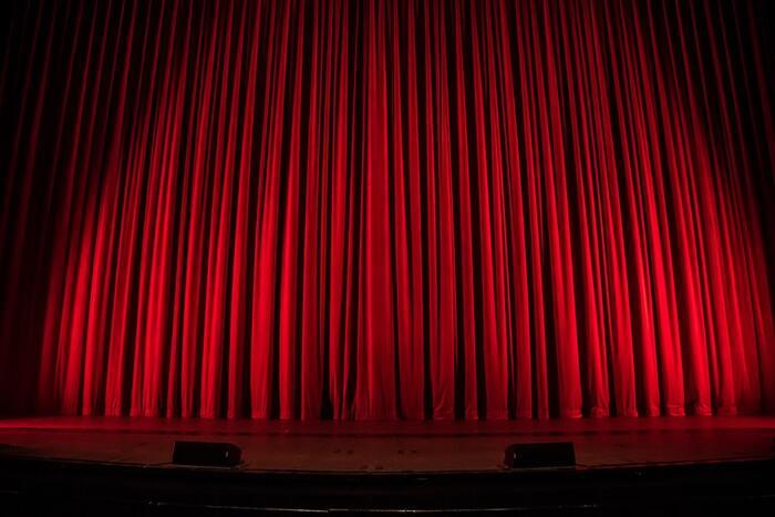 2012年アカデミー賞にて主題歌賞を受賞した「ザ・マペッツ」は、人間とマペットたちが家族や友人として共存する不思議な世界を舞台とした人形劇ミュージカルです。