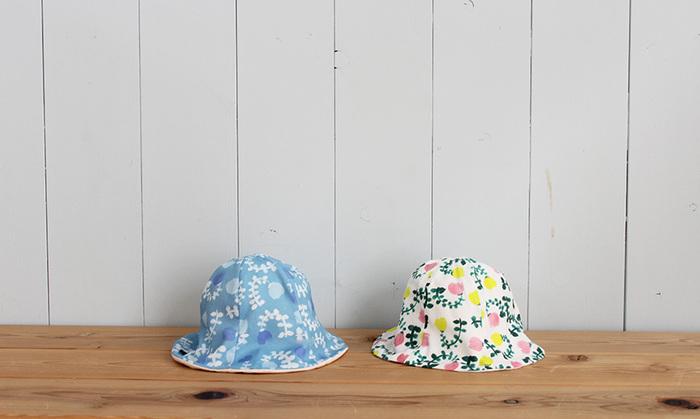1歳くらいになると、46~48㎝の帽子のサイズに。とは言え、この頃からお子様の個人差がとても大きくなる時期なので、48㎝の帽子を2歳くらいまでかぶれるケースも珍しくありません。女の子は、髪の毛を結ぶゴムなどでもサイズが変わるので、選ぶ時には少しゆとりがあるデザインがおすすめです。