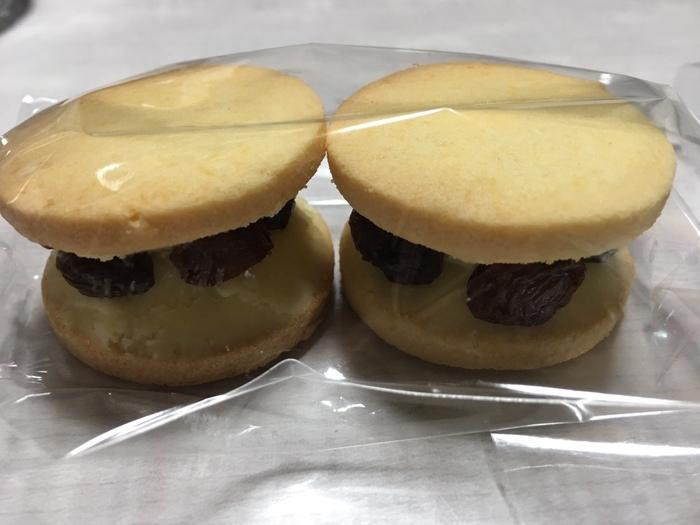 """兵庫県豊岡市のカフェ「キノシタ」の「レーズンバターサンド」は大人気で、""""口に入るかな・・・?""""と思うほどのボリューム感がたまりません。"""