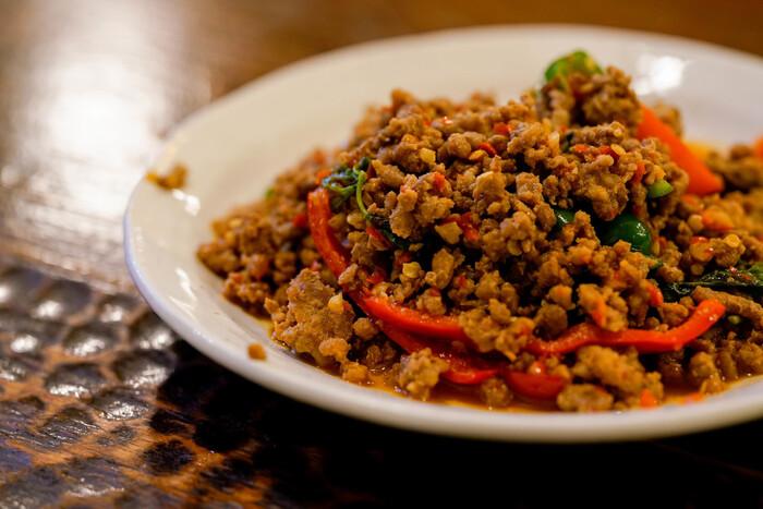本格的かつ日本人好みの味付けの美味しいタイ料理は、メニュー数も大変豊富です。特にランチタイムは休日も平日も行列ができるほどの人気なので、予約必須ですよ。