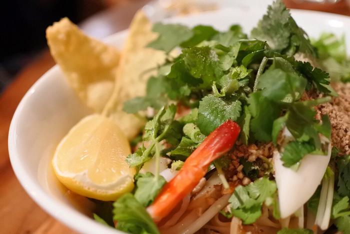 タイ料理は元々お野菜がたっぷり使われたヘルシーなものが多く、アムリタ食堂さんは盛り付けも美しいため、女性たちには特に人気のお店です。一度は訪れたい、吉祥寺の名店です。