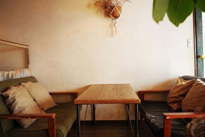 吉祥寺駅から徒歩約2分のところにある雑居ビルの3Fにあるまさに隠れ家カフェです。alleyには、路地裏、細道、散策 などの意味があるようです。吉祥寺散策の際に訪れるにはぴったりなお店ですね。