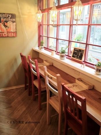吉祥寺の中道通りにある小さな食堂をイメージしたカフェです。カントリーな雰囲気の内装がとってもかわいいです。