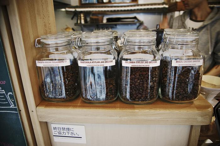 コーヒー豆を買うこともできます。苦味、酸味、コクなど、それぞれ豆の特徴が違うので、自分好みの味を伝えるとぴったりのものを紹介してもらえますよ。
