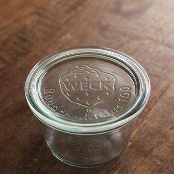 WECKのガラス保存容器は、耐熱温度差が80度までになっています。電子レンジ、オーブン、冷凍での使用は可能ですが、容器を取り出した際に急激に温度が上下して温度差が80度以上になることがあると、割れてしまう可能性があるので、注意してくださいね。