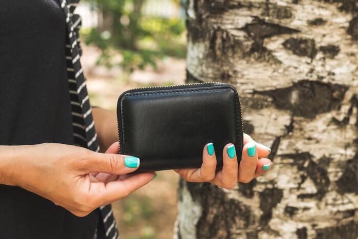 イタリアのトスカーナ地方は革の有数の産地。小さめのお財布なら、嵩張らず持ち帰りやすく、そして老若男女使いやすいのが特徴。