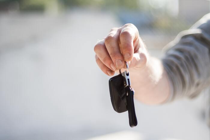 気軽に買える革製品のお土産としておすすめなのがキーホルダー。車を運転する男性へのギフトとしても良さそう。