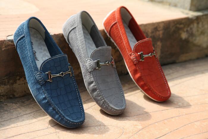 レザーのローファーもイタリアならではの革製品としておすすめ。予めサイズを贈る相手のサイズを調べて置けば安心♪