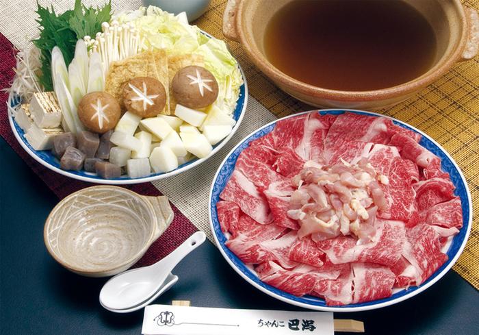 醤油、塩、水炊き、味噌の4種類の味からお好みのちゃんこを選べます。ちゃんこと一緒に味わえるこだわりの一品料理も評判です。