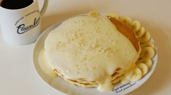ぜひ売切れ次第終了の、ナッツナッツパンケーキを頬張ってみてください。  オリジナルの白いナッツソースとバナナを添えた、「パニラニ」の名物です♪