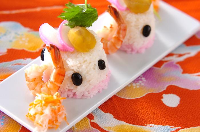 ちょこっとずつ余ってしまいがちなおせち。最後は余ったおせち全てを使って、可愛らしい「プティ・おせち寿司」はいかがでしょうか。なます、エビ、黒豆、栗、かまぼこなど、華やかな食材が多いおせちは、余り物でも美味しく見た目も華やかなお寿司になりそう。