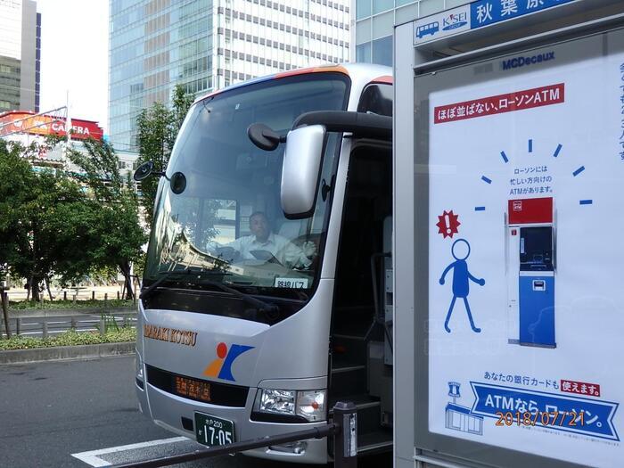 茨城交通「関東やきものライナー」は、東京と笠間・茂木・益子を繋ぐ高速バスです。1日5便(土日祝日6便)運行し、一部の便で予約が可能です。乗車賃も安価で、ダイレクトに笠間へ行けるので、都内在住の方に特にお勧めです。【JR秋葉原バス停】