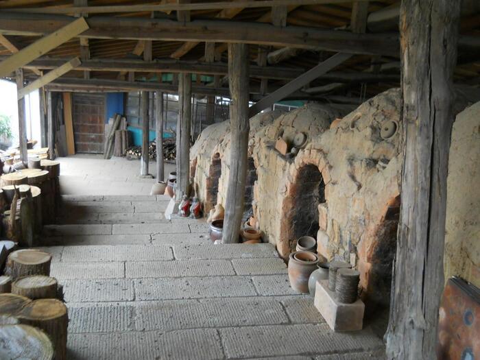 """""""笠間""""は、北接する益子と並んで、関東二大窯業地の一つとして広く知られる焼物の里です。 【国道355号線「やきもの通り」にある『登り窯広場』】"""