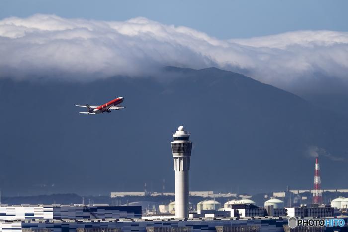 東海地方における日本国内外からの空の玄関口として重要な役割を果たしているセントレア(中部国際空港)は、伊勢湾沖に浮かぶ人工の空港島です。