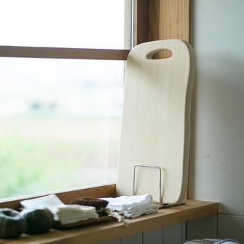 良いまな板を使えば、包丁も長持ちしたり、食材も滑らず、切り具合も良くなったり、良いことがいっぱい。気になるまな板を見つけたらリンク先をのぞいてみてください。使い勝手の良いまな板はそれだけで調理がいつもよりはかどるかも♪