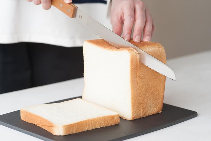 アメリカのキッチンツールメーカー「epicurean(エピキュリアン)」の、天然木の合成繊維から作られた、スタイリッシュなカッティングボード。薄くて軽量ながら、適度な固さがあるので包丁も痛めず、耐久性もバッチリ。