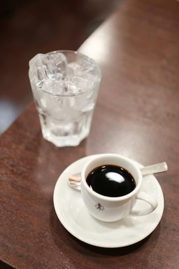 昭和22年創業の老舗喫茶店「コンパル」。名古屋の喫茶文化を牽引してきた名店です。熱いコーヒーを氷の入ったグラスに入れて自分で作るアイスコーヒーも本格的な味わいで絶品ですよ♪