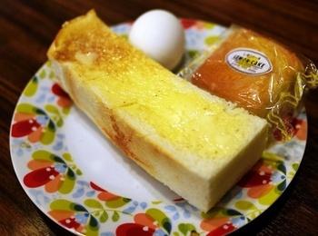 「名古屋モーニング」といえば必ず出てくる有名店「リヨン」。モーニングセットが一日中頂けることでよく知られています。モーニングは、トーストのセットと、プレスサンドのセット。