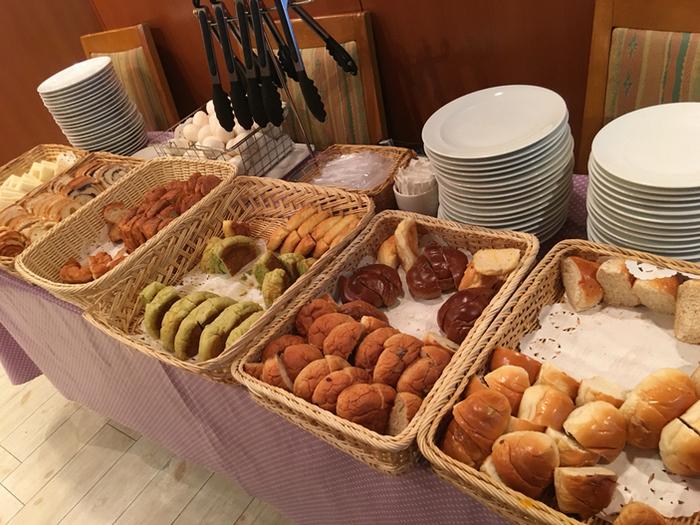 食べやすいサイズにカットされたパン数種類とサンドイッチから選べる他、ゆで卵も付いてきます。シャボーブランは他に名古屋市内に「大須本店」「八事店」「メイチカ店」があります。(※店舗によりモーニングの有無、時間は異なります。)