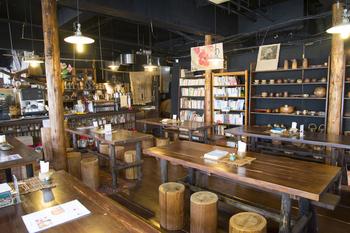 店内には、沖縄旅行のお土産にぴったりなアイテムがいたるところに。購入できるので、お土産探しにもよさそうですね。