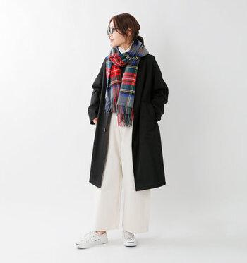 冬の暖かコーデに欠かせないロングコート。合わせるボトムスを選ばないアイテムではありますが、今年のロング丈コートコーデは、断然ワイドパンツ合わせがおしゃれ♪ コートの種類別に、素敵な着こなしをご紹介しますので、着回しの参考にしてみてくださいね。