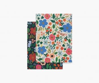 アメリカの上質なステーショナリーブランド「RIFLE PAPER CO.(ライフルペーパー)」のノートです。ポケットに入るミニサイズで、キュートなボタニカル柄が2冊セットになっています。持ち歩き用として、バッグに忍ばせておくのもおすすめ。