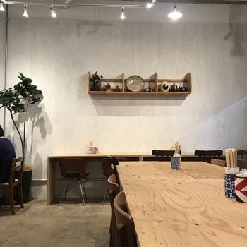 古道具屋兼カフェになっている、大変おしゃれなお店です。吉祥寺駅からは徒歩10分程の場所にあり、まさに隠れ家的な雰囲気に惹かれます。