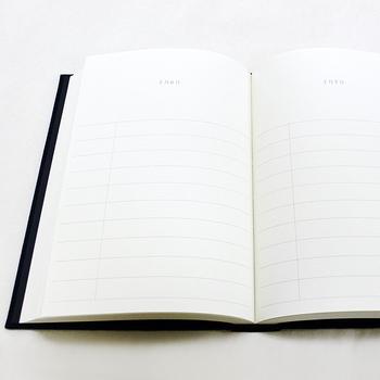 A5サイズのシンプルなノートは、一行日記用に作られたアイテム。その日あったことを簡単に一行で記入し、10年分使えるという日記ノートです。去年の今日何をしていたのかが一目でわかるなんて、とってもユニークなアイデアですよね♪
