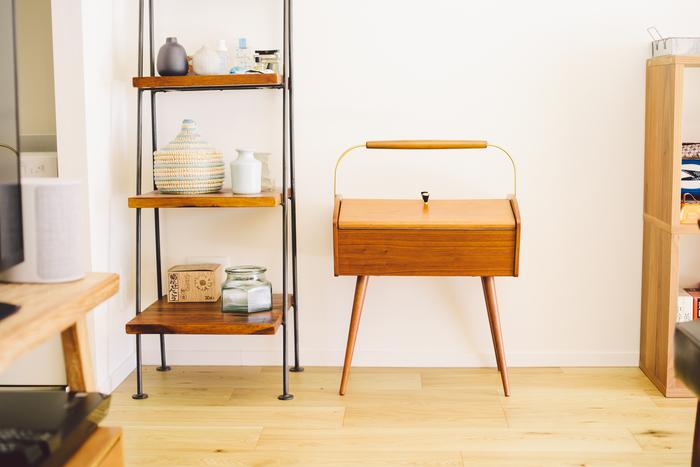 ソーイングボックスは、ドイツのヴィンテージ。ヴィンテージ家具店のInstagramで一目ぼれし、問い合わせて買ったものだそう。