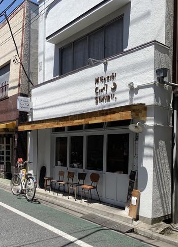 北海道を中心に展開している「Mikazuki Curry SAMURAI」が、下北沢一番街商店街にあります。かわいらしいロゴがおしゃれな女性に人気のカレー屋さんなんですよ。