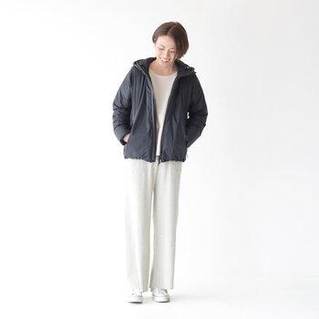 使用しているダウンは、国内の羽毛加工メーカーの「河田フェザー」のもの。原料の調達から縫製まで全ての工程が国内で行われています。Made in Japanの確かな品質で安心して着られる大人のジャケットです。
