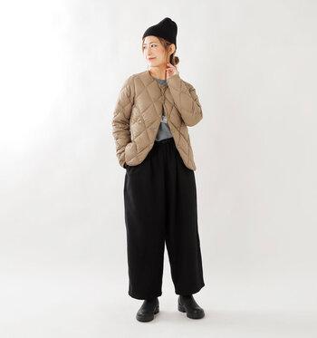 アウターとして羽織ってもどこか上品な印象。ボリュームを抑えたシルエットで、気軽に着られるのがうれしいですね。