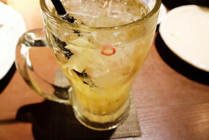 はじめの一杯に「ガリハイボール」はいかがですか?お寿司屋さんでおなじみの「ガリ」が入った独特の酸味がクセになる味。ほかにも、生姜料理に合う全国の地酒も多く揃っているので試してみてくださいね。
