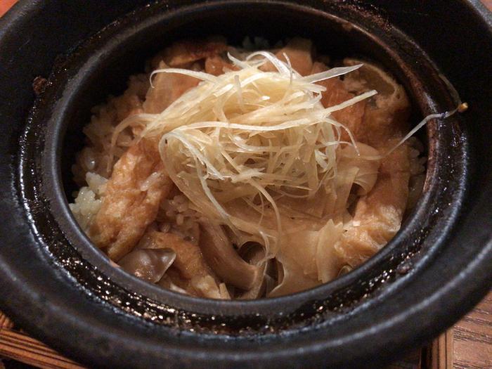 「丹波しめじと生姜の炊込みごはん」もぜひ食べていただきたいひと品。見た目よりも生姜が効いていて、お米のひと粒ひと粒に上品な風味が感じられますよ。