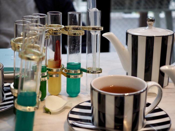 紅茶にジンジャーシロップをスポイトで垂らすというのも遊び心のあるメニューも。パーティープランやアフタヌーンティーのコース内容は、時期によって異なりますので、その都度確認してくださいね。