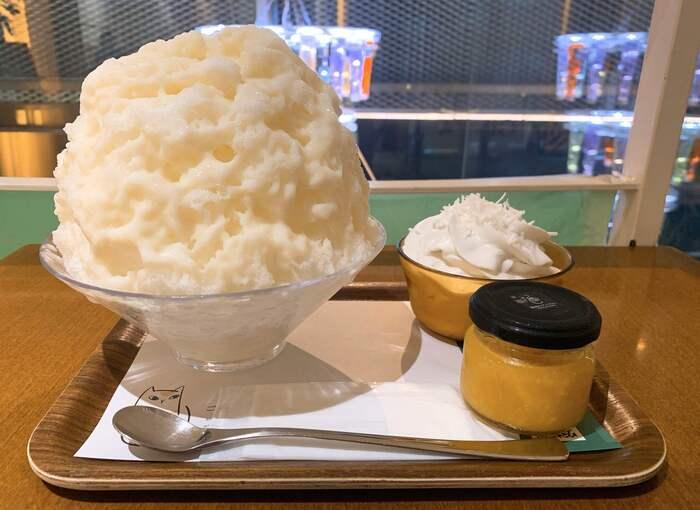 冬でも人気のかき氷。中でも1番人気なのが「オレンジ生姜のかき氷」です。ふんわりと削った氷に、別添えのオレンジ生姜のコンフィチュールとお好みで追加できるエスプーマをのせていただきましょう。