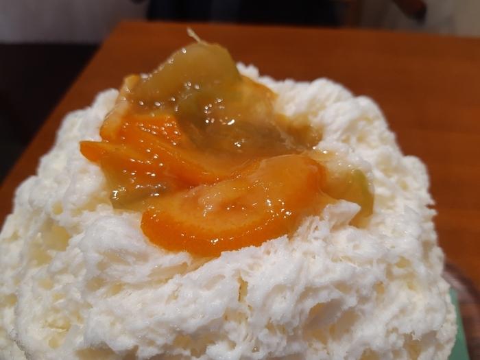 オレンジの甘酸っぱさとスパイシーな生姜が驚くほどマッチしています。周りにかかっている練乳との相性も抜群で、生姜の新しいおいしさを発見できますよ。