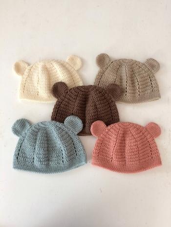 一度はお子さんにかぶせたくなる、クマの耳デザインの帽子。その可愛い姿を思い浮かべるだけで、思わずほっこりしてしまいますよね。ウールが入ったタイプは保温性も高く、寒い冬に活躍してくれそうですね。