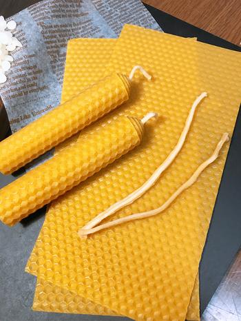 ロールタイプのキャンドルキットもあります。くるくると筒状にまるめていくだけなので、子供でも簡単に作れますよ。