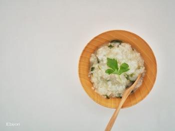 七草粥を1月7日に食べる理由がもう1つあり、おせち料理などのご馳走で疲れた胃を休めるためともいわれています。濃い味や食べすぎが続いた後は、胃もたれ気味の人も多いはず。薄味のやさしいお粥で胃の調子をリセットしたいですね。