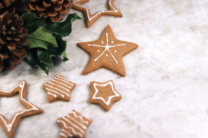 クッキーができたら、いよいよアイシングです。クッキーに熱が残っているとアイシングが溶けてしまうので、しっかり冷ましてくださいね。