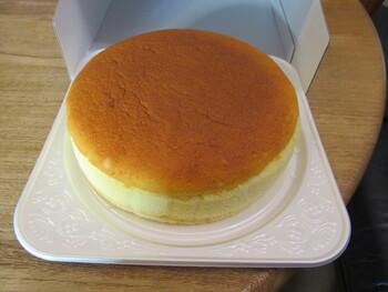 有名ホテルやレストランに卸しているケーキを手がけているだけあってどれも本格的。1番人気の「チーズスフレ」は、ほどけるような繊細さとチーズのコクが評判です。