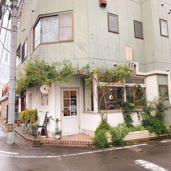 """東武宇都宮駅からほど近い商店街にある「dough-doughnuts(ドー・ドーナツ)」は、""""毎日食べたい安心おやつ""""がコンセプトのかわいらしいドーナツカフェです。"""